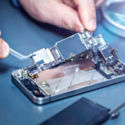 """Your guide to phone maintenance at the """"fixifyme"""" center in oman"""
